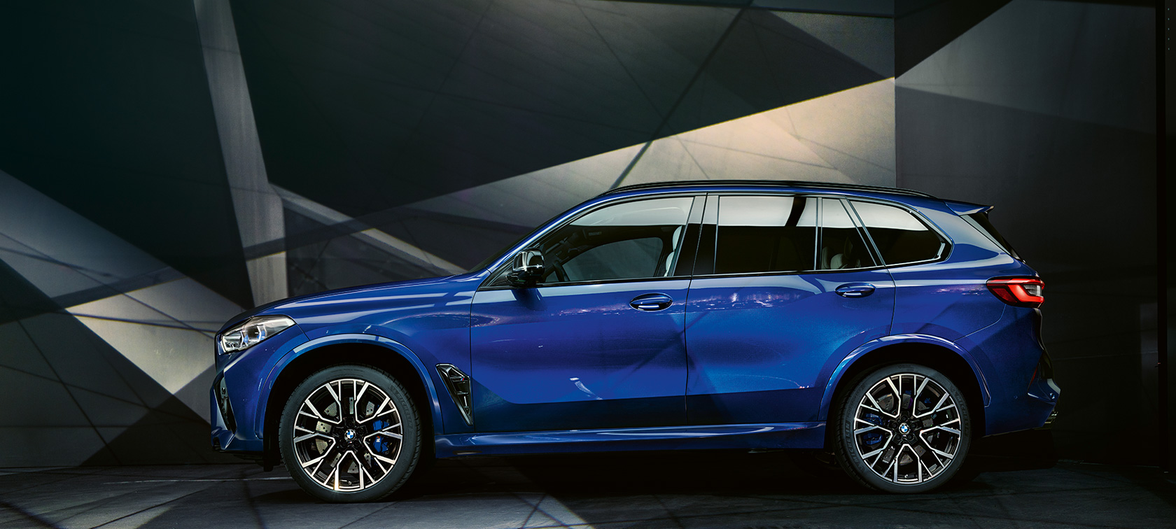 BMW X5 M Competition Marina Bay Blue metallic F95, изглед отстрани
